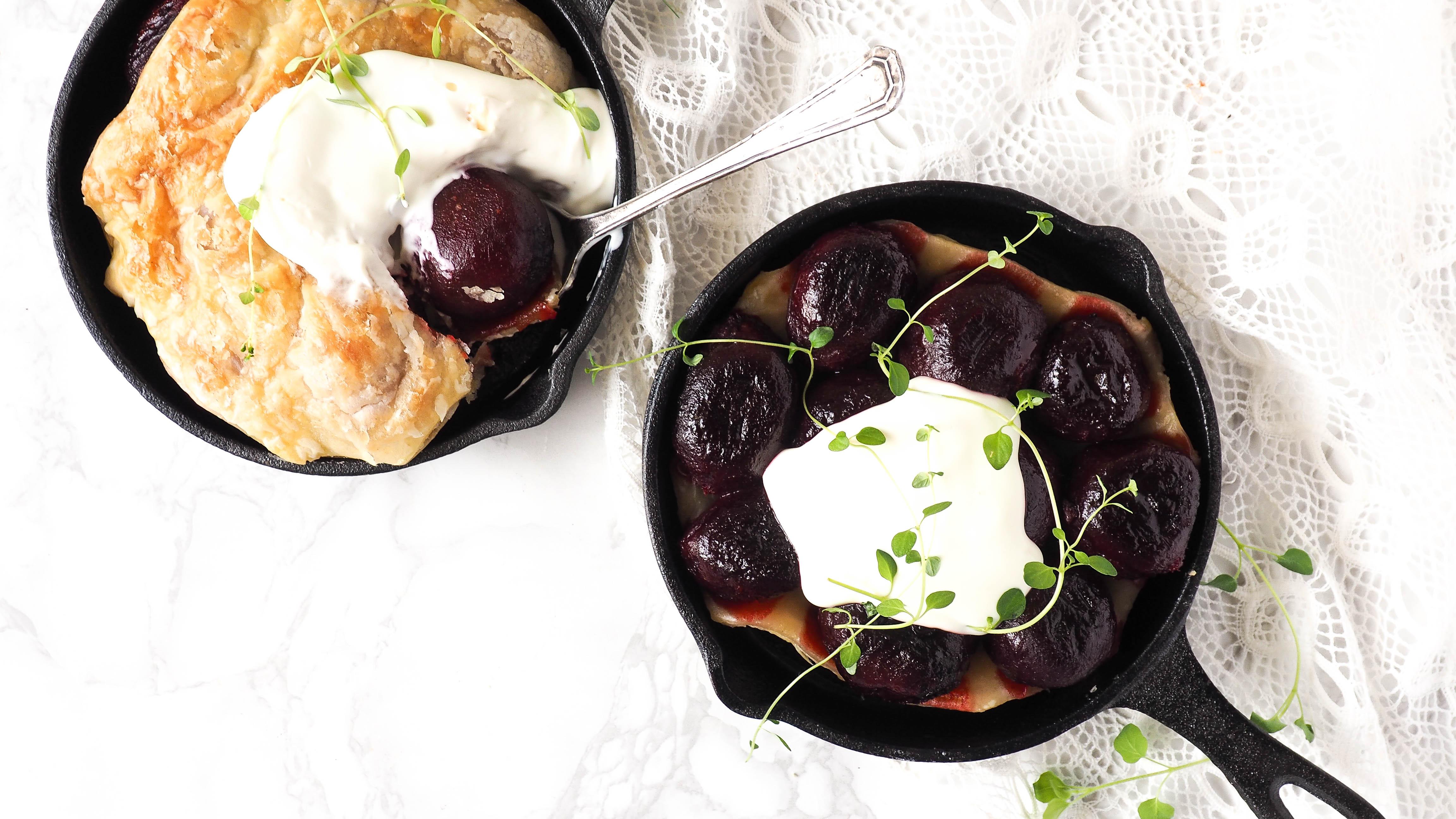 Recept: Love beets tarte tatin met geitenkaasroom