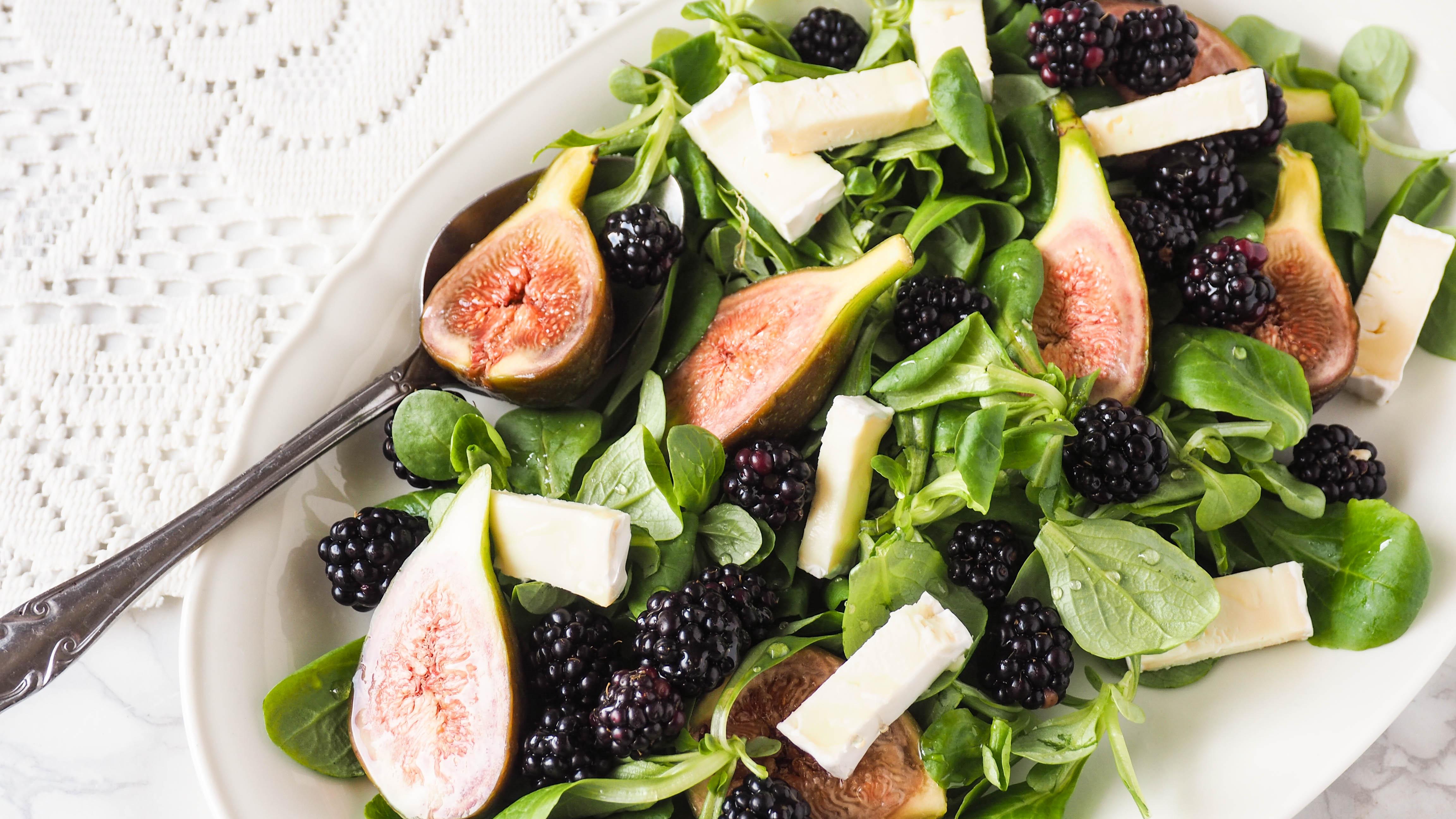 Recept: Salade met vijgen, bramen en brie