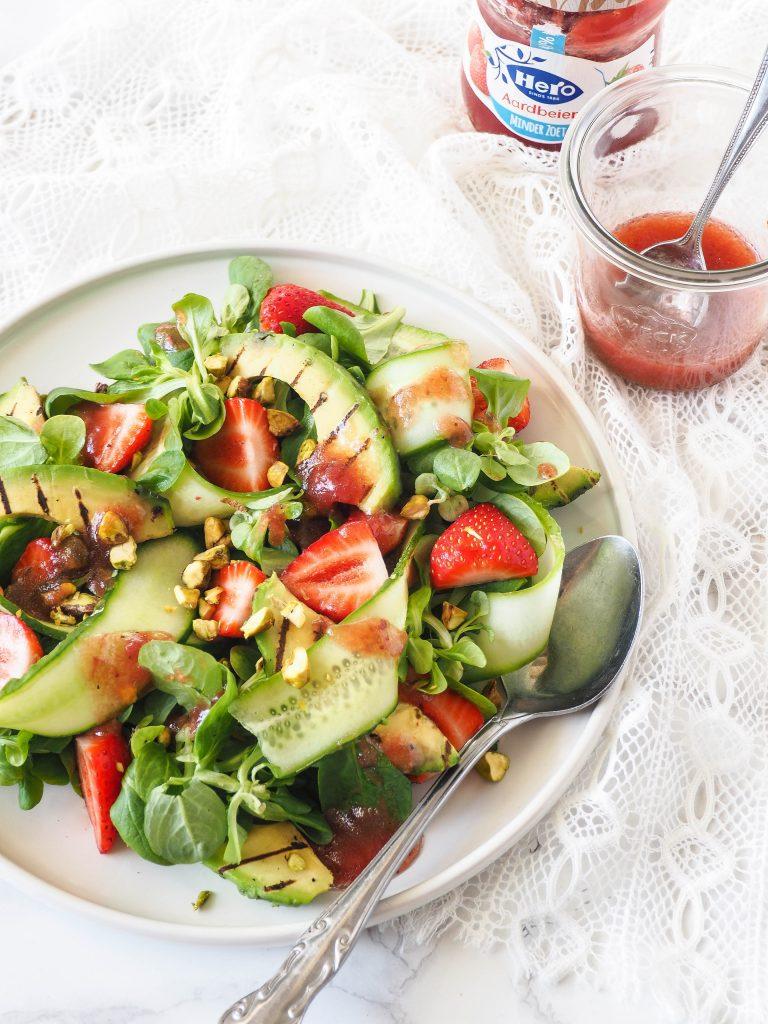 Salade met aardbeien vinaigrette