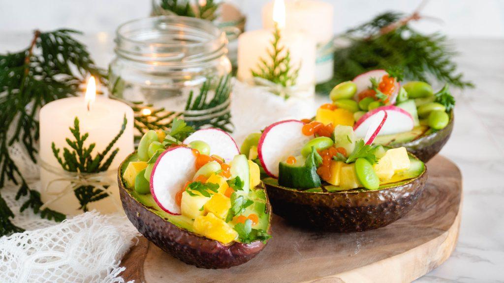 Gevulde avocado's met sriracha kaviaar