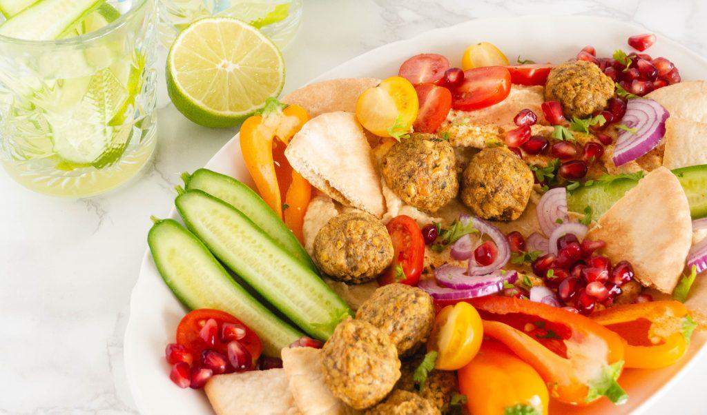 Recept: Falafel & hummus borrelplank