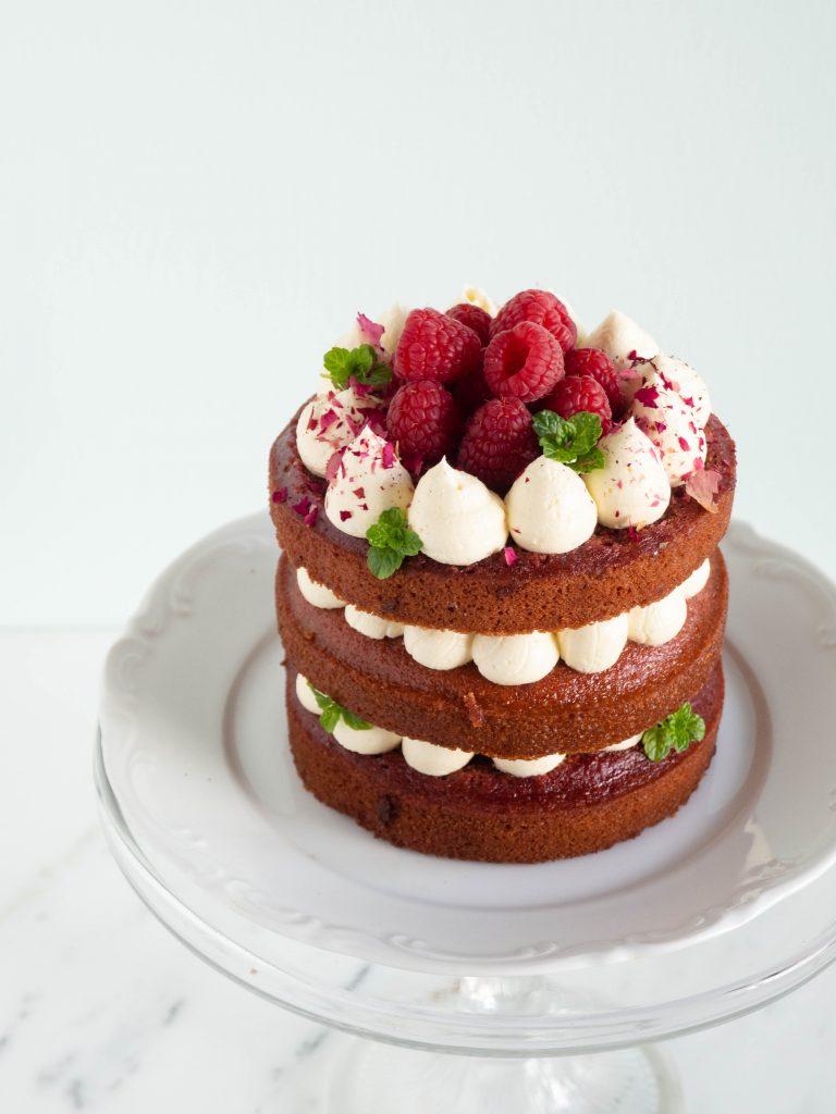 Vegan red velvet taart met bietjes