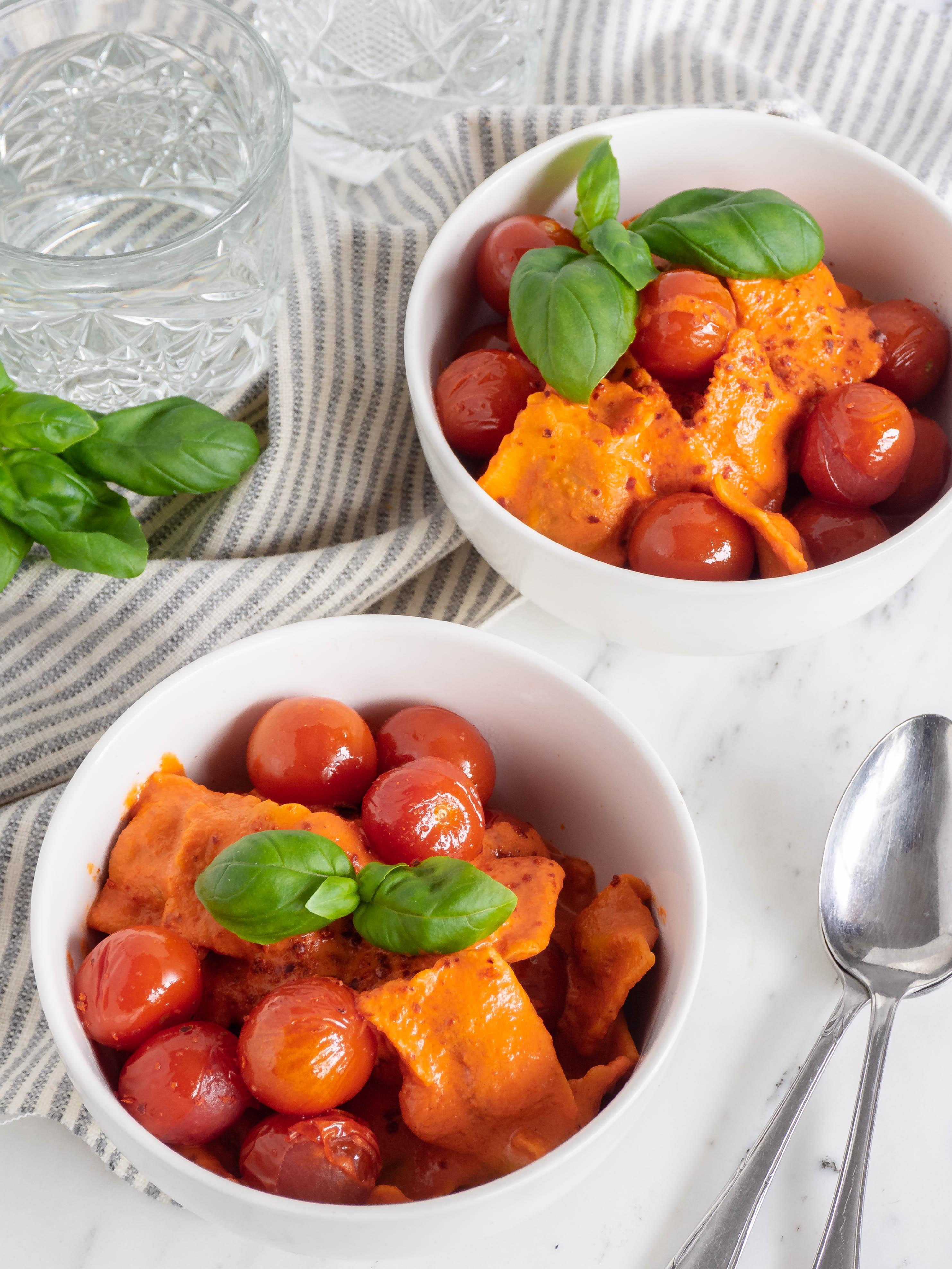 ravioli met pittige paprika ricotta saus