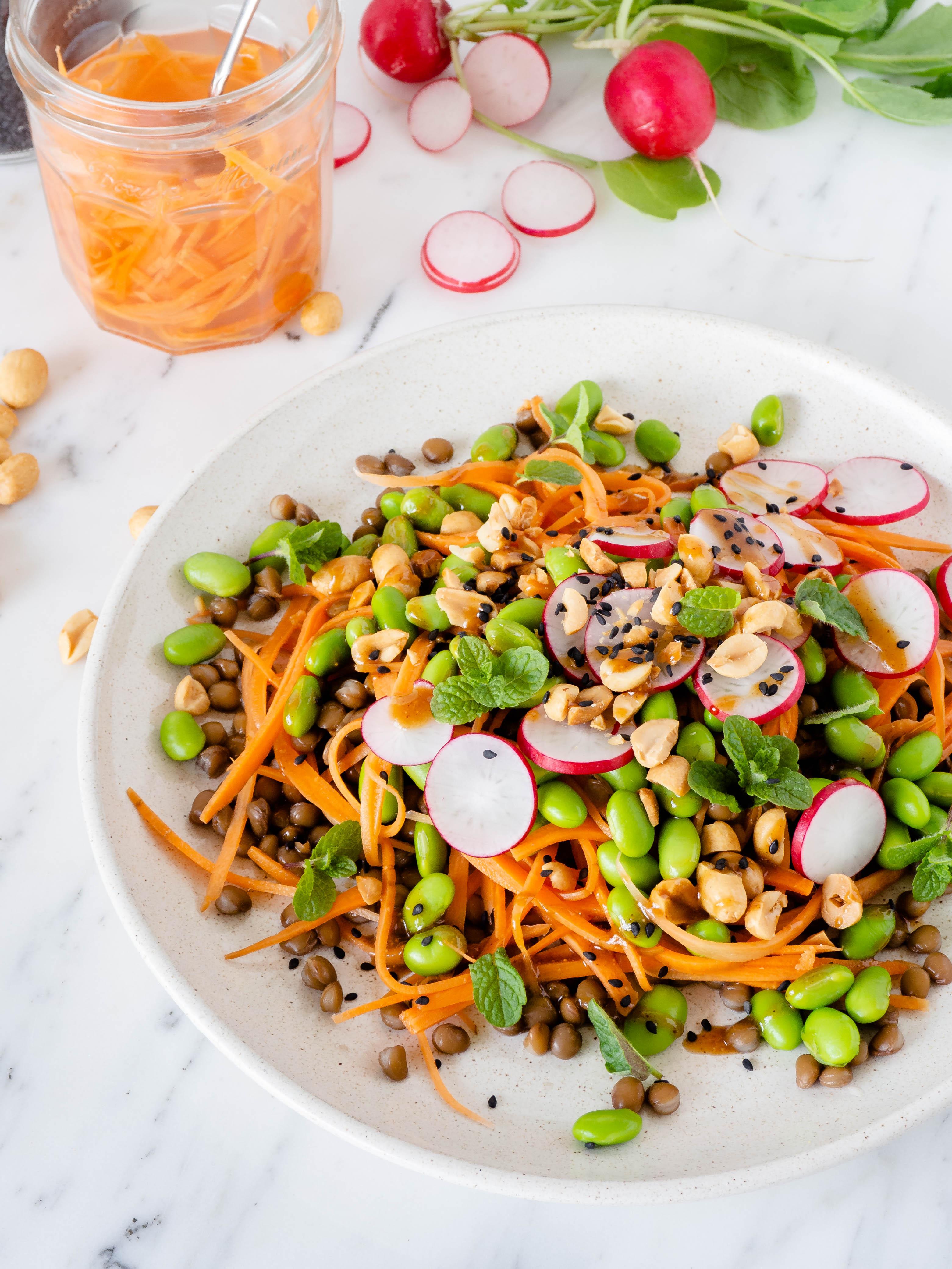 Linzensalade met zoet zure wortel
