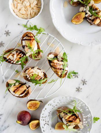 toast met opgeklopte ricotta en vijgen