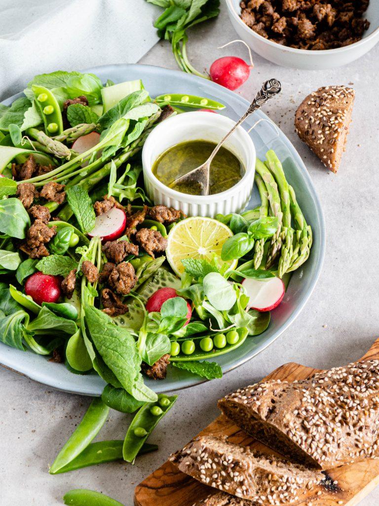 Salade met lente groenten